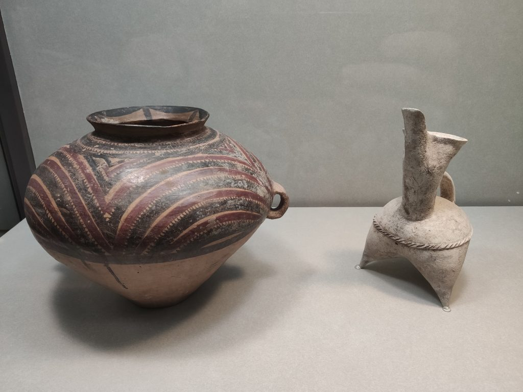 Painted earthenware jar with handles (Neolithic)