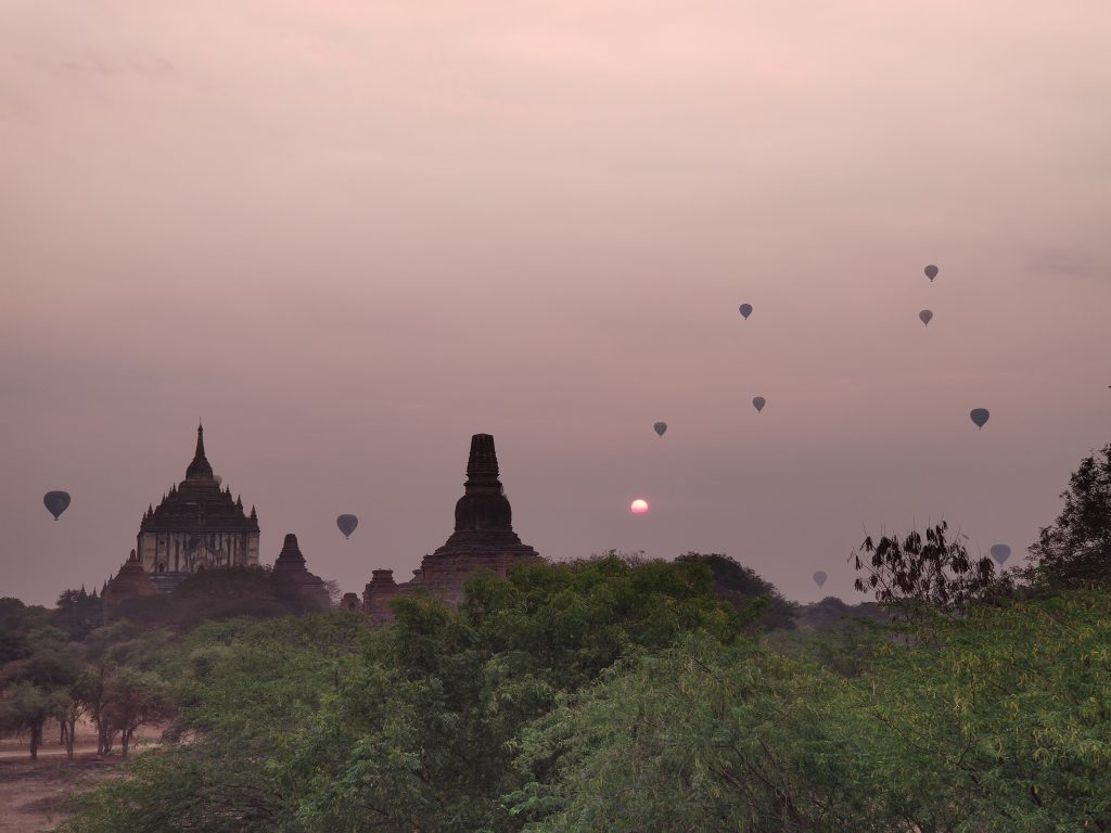 Sunrise in Bagan with balloons